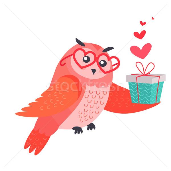 Foto stock: Coruja · pássaro · forma · de · coração · óculos · apresentar · caixa