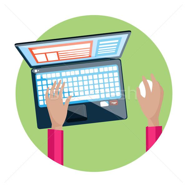 手 ノートパソコンのキーボード 画面 モニター ビジネスマン オフィス ストックフォト © robuart