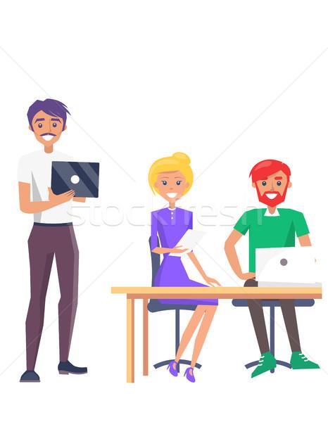Glücklich Mitarbeiter farbenreich Karte zwei Männer Mädchen Stock foto © robuart