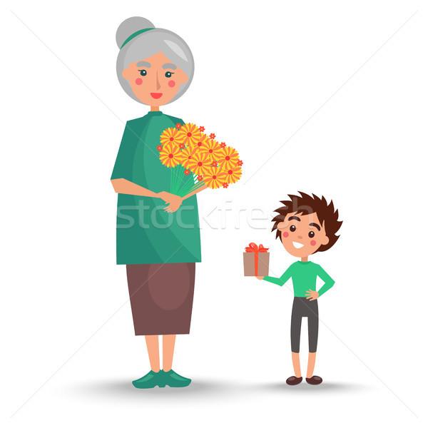 Vieille femme bouquet fleurs petit-fils peu Photo stock © robuart