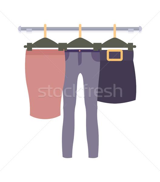 Ubrania wiszący kobiet odzież sklepu wektora Zdjęcia stock © robuart