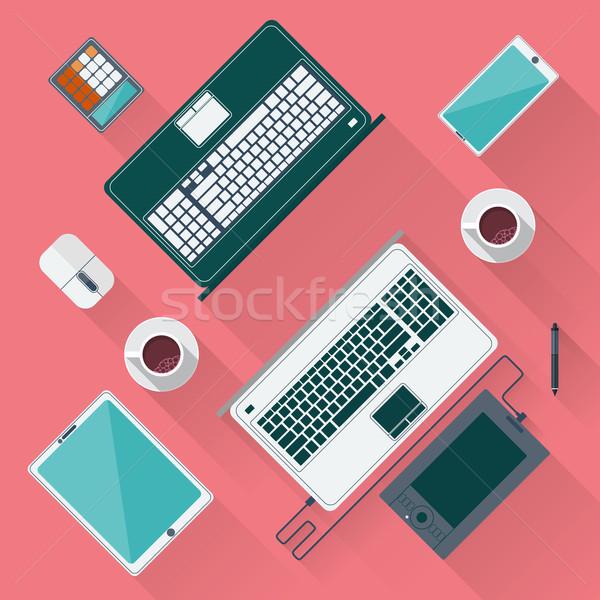 Foto stock: Mesa · de · escritório · laptop · comprimido · bloco · de · notas · xícara · de · café