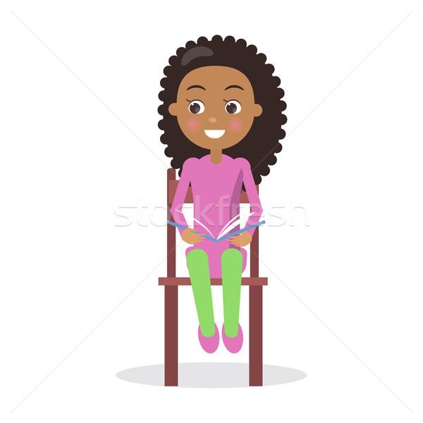 Afryki uśmiechnięty dziewczyna podręcznik krzesło ciekawy Zdjęcia stock © robuart