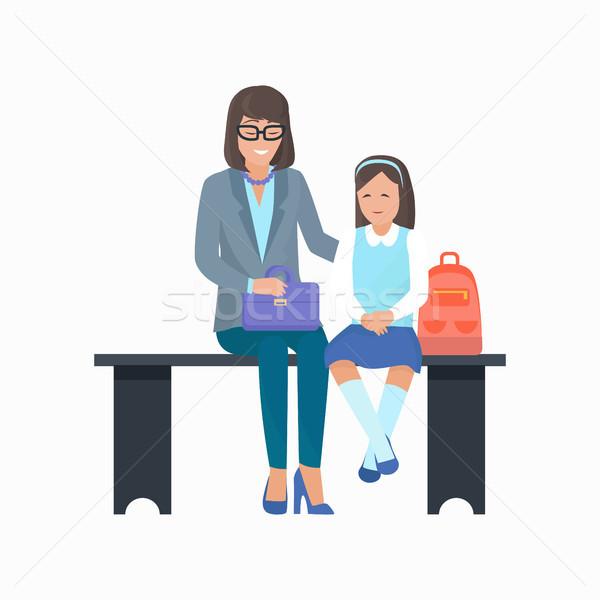 Mutter Tochter Tasche warten Bank isoliert Stock foto © robuart
