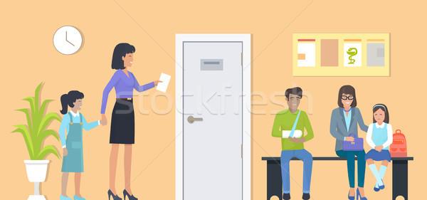 待合室 母親 娘 処方箋 行 人 ストックフォト © robuart