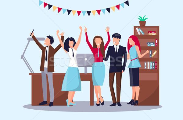 Pessoas felizes escritório sucesso local de trabalho tabela Foto stock © robuart