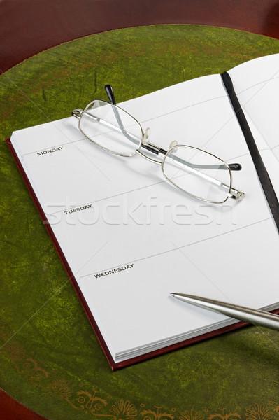 Gözlük günlük sayfa kalem tarihleri kâğıt Stok fotoğraf © rogerashford