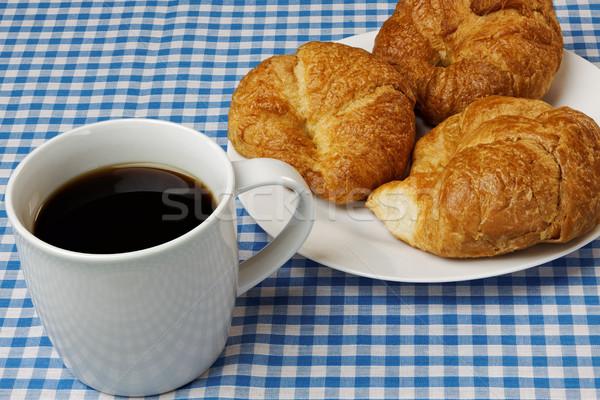 Kahve kruvasan mavi masa örtüsü gıda ekmek Stok fotoğraf © rogerashford