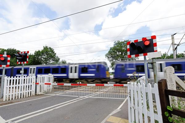 Niveau train chemin de fer vitesse route voitures Photo stock © rogerashford
