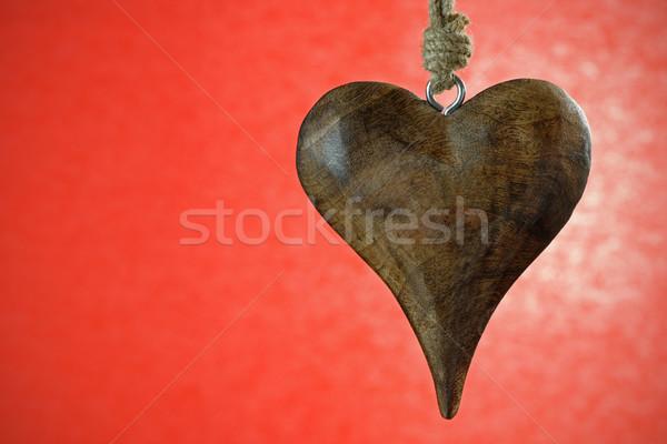 Valentine kalp ahşap asılı kırmızı sevmek Stok fotoğraf © rogerashford