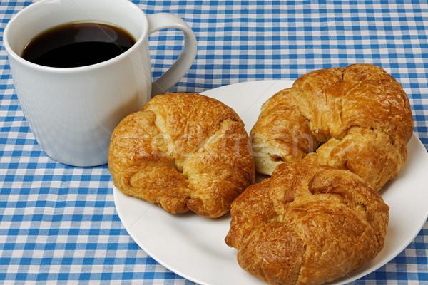 Kruvasan kahve mavi masa örtüsü gıda ekmek Stok fotoğraf © rogerashford