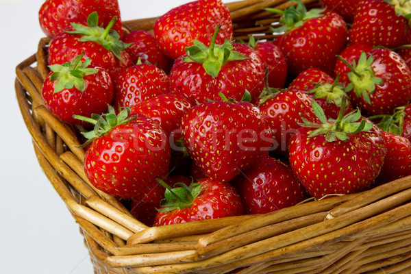 Panier fraises blanche alimentaire santé Photo stock © rogerashford