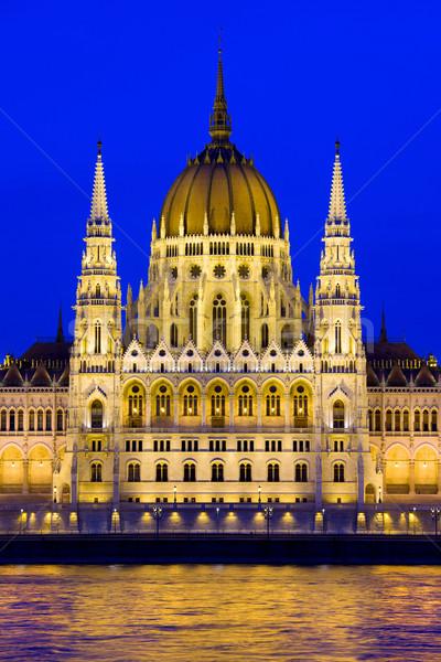Budapest parlamento crepúsculo edificio Hungría agua Foto stock © rognar