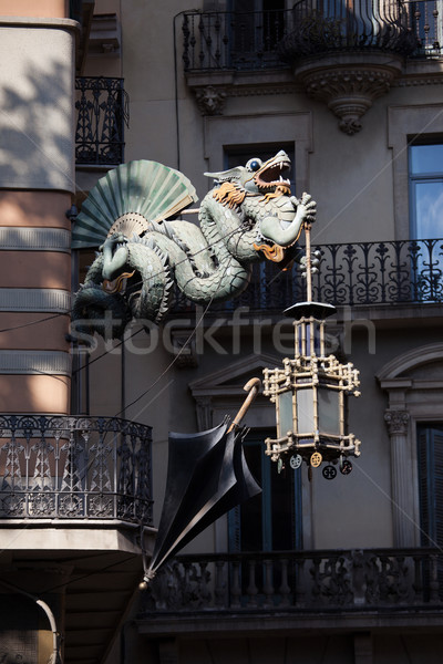 Dragón chino casa paraguas Barcelona edificio Foto stock © rognar