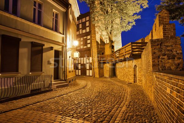 Miasta noc wieża i ulicy Zdjęcia stock © rognar