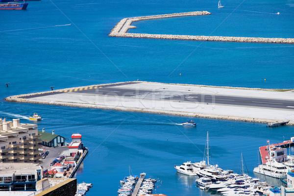 Gibraltár repülőtér kifutópálya közelkép óceán kék Stock fotó © rognar