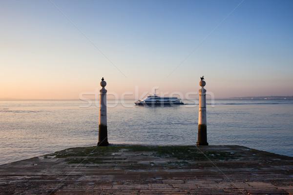 колонн пирс реке Восход Лиссабон Португалия Сток-фото © rognar