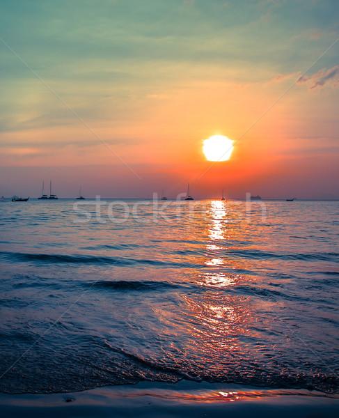 Wygaśnięcia zachód plaży krabi piękna morza Zdjęcia stock © romitasromala