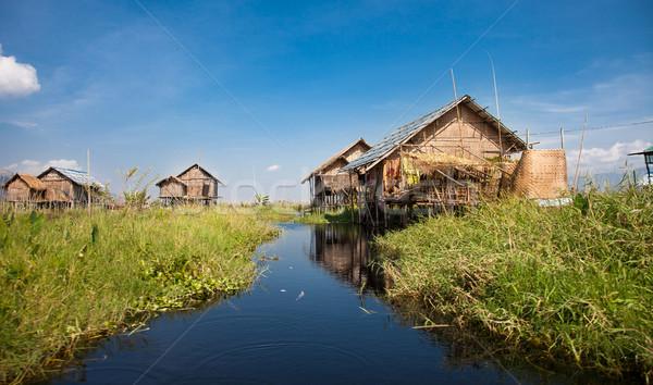 Jezioro w. domów ogrody jeden Zdjęcia stock © romitasromala