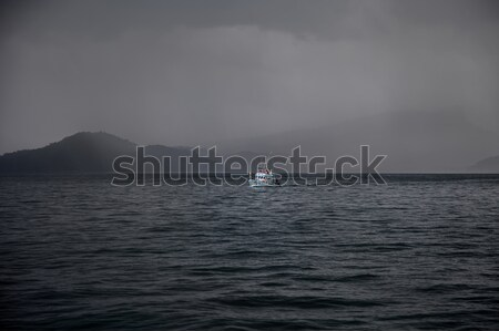łodzi morza Tajlandia ciężki deszcz Zdjęcia stock © romitasromala