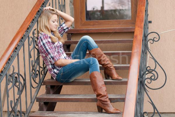 Csinos mosolyog tinilány ül lépcsősor boldog Stock fotó © rosipro