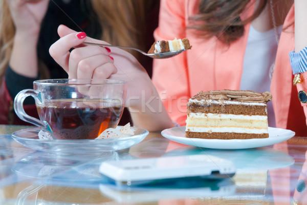 Boldog fiatal nő eszik torta fiatal gyönyörű nő Stock fotó © rosipro