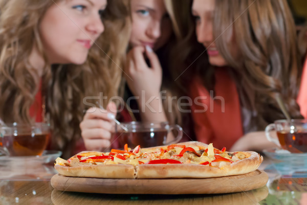Három lányok pizza boldog fiatal nők beszélget Stock fotó © rosipro