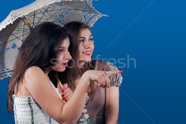 Dois feliz adolescente amigos indicação Foto stock © rosipro