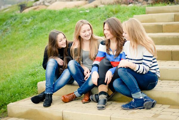 Négy boldog tini barátok mosolyog tinilányok Stock fotó © rosipro
