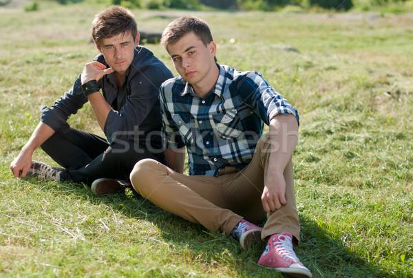 Dois moço sessão juntos ao ar livre jovem Foto stock © rosipro