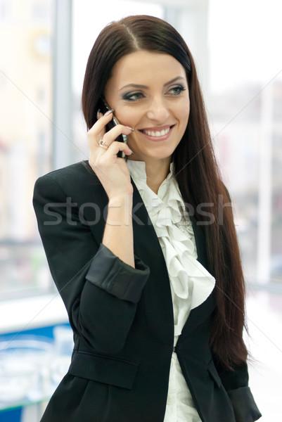 Foto stock: Jovem · mulher · de · negócios · móvel · negócio · feminino