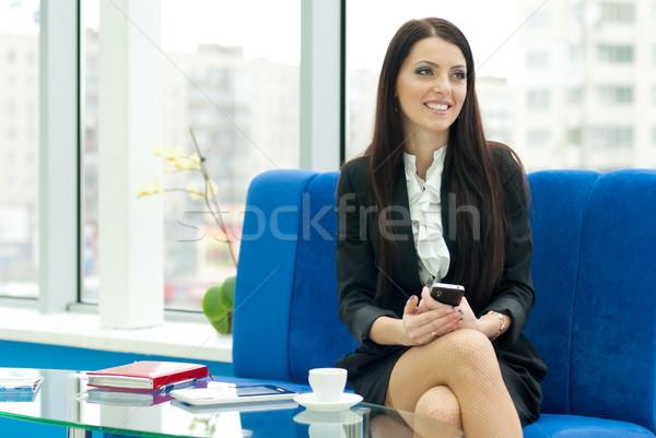 Fiatal üzletasszony beszél tart mobil sikeres Stock fotó © rosipro