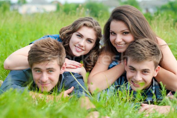 Feliz quatro adolescente amigos grama grama verde Foto stock © rosipro