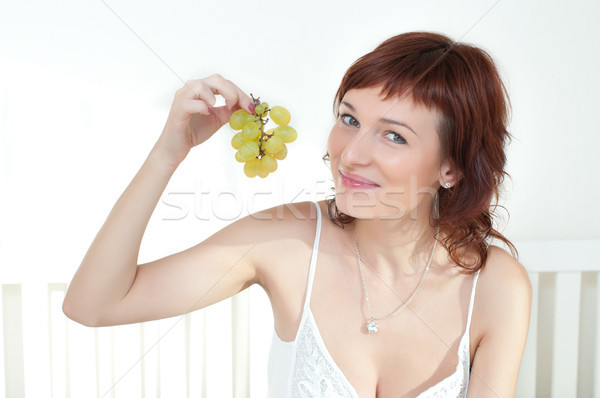 Belo mulher jovem fruto vestido branco comida verão Foto stock © rozbyshaka