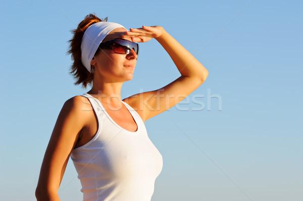 Bakıyor ileri mutlu kadın uzak el Stok fotoğraf © rozbyshaka