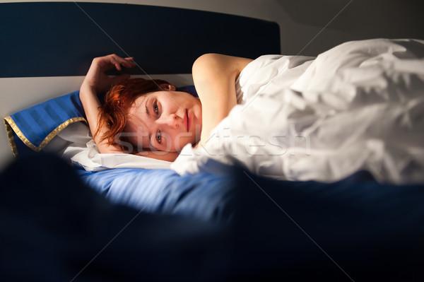 Tenro veja belo mulher jovem cama Foto stock © rozbyshaka