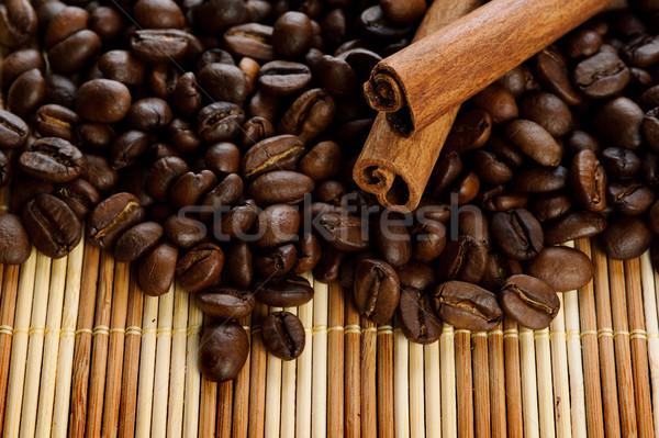 Aromatique grains de café cannelle alimentaire nature espace Photo stock © rozbyshaka