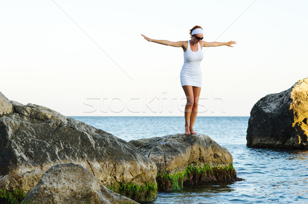 Lány karok a magasban égbolt mosolyog napos idő napfelkelte Stock fotó © rozbyshaka