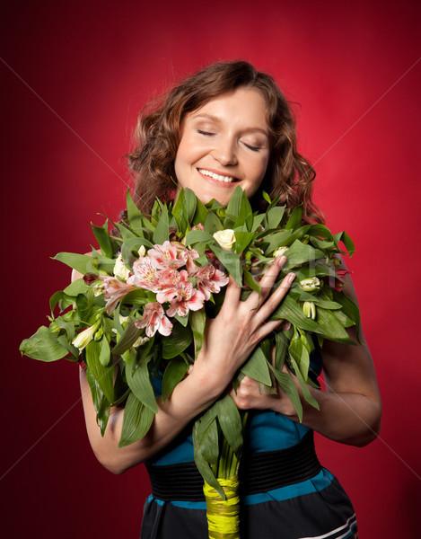Retrato bastante morena buquê flores Foto stock © rozbyshaka
