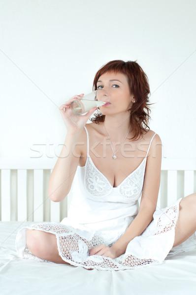 Fiatal nő üveg édesvíz egészséges nő kéz Stock fotó © rozbyshaka