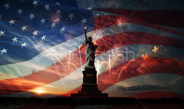 Dia liberdade mundo estátua bandeira EUA Foto stock © rozbyshaka