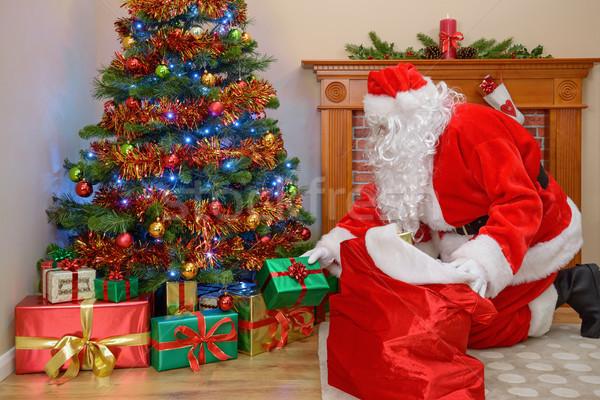 тот дед мороз кладет подарки под елку картинки мт-лб