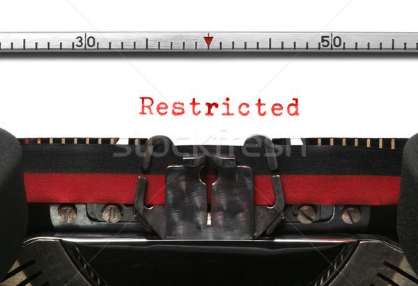 Maszyny do pisania ograniczony starych prawdziwy czerwony czarny Zdjęcia stock © RTimages