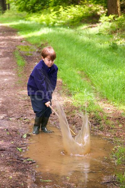 Nagy csobbanás fiatal srác szórakozás csobbanás sáros Stock fotó © RTimages