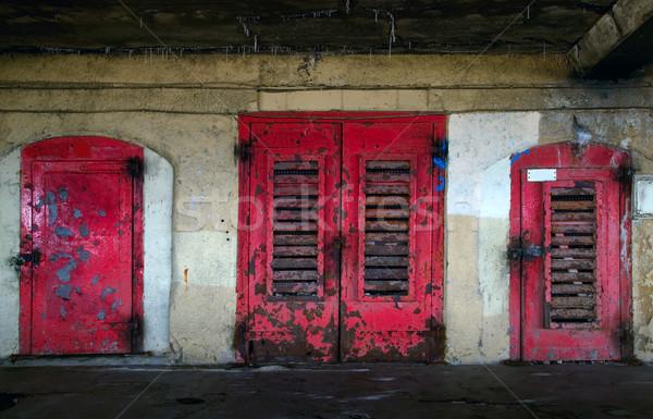 Oxidado edad puertas tres rojo metal Foto stock © RTimages