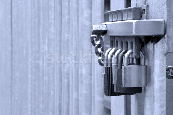 Cinco metal puerta tiro seguridad fondo Foto stock © RTimages