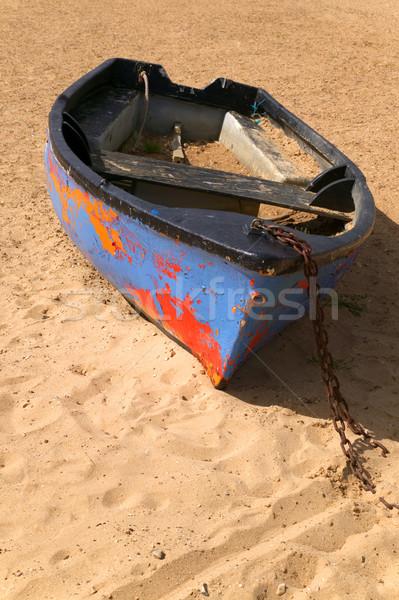 öreg elhagyatott csónak festék homok tengerpart Stock fotó © RTimages
