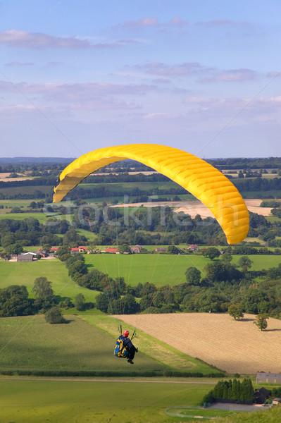 Citromsárga repülés vidéki táj férfi tájkép szabadság Stock fotó © RTimages