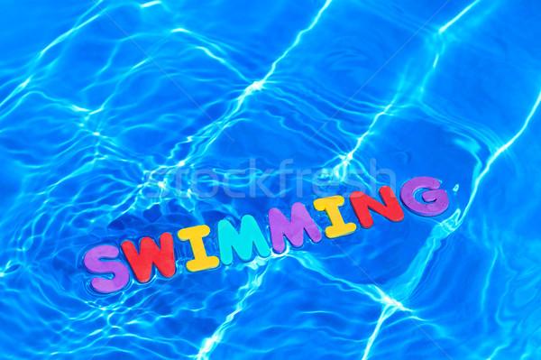 Palavra natação flutuante piscina espuma cartas Foto stock © RTimages