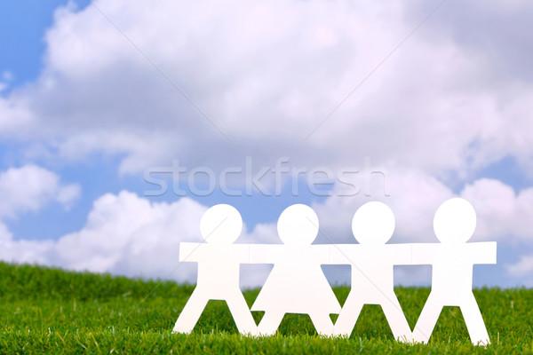 Papieru ludzi równość obraz trzymając się za ręce dziedzinie Zdjęcia stock © RTimages